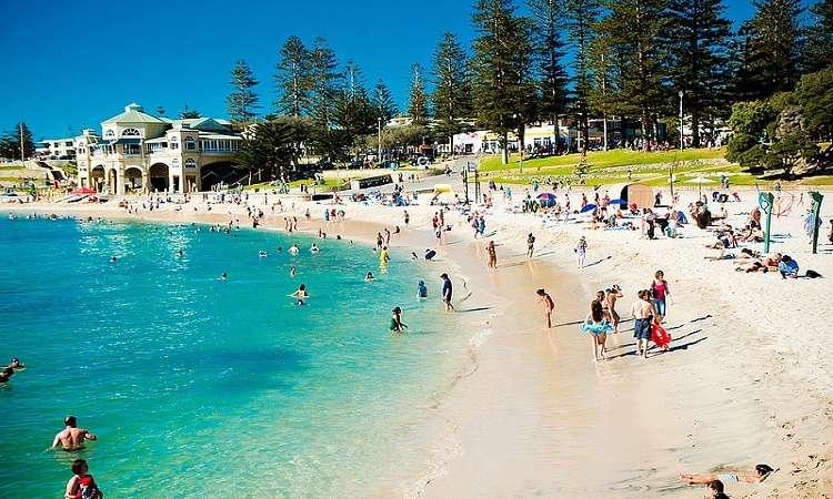 Bãi biển Cottesloe, Perth thu hút đông đảo khách du lịch