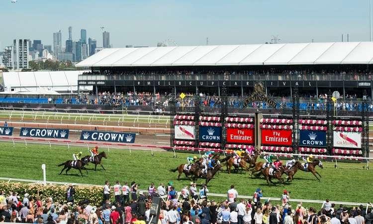 Lễ hội đua ngựa Melbourne Cup là sự kiện được trông mong tại Úc và thế giới