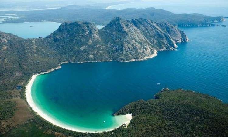"""Vịnh """"ly rượu"""" Wineglass Bay Australia một trong những bãi biển đẹp nhất thế giới"""