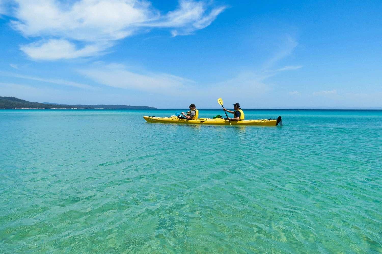 Chèo thuyền Kayaking trên Wineglass Bay Australia