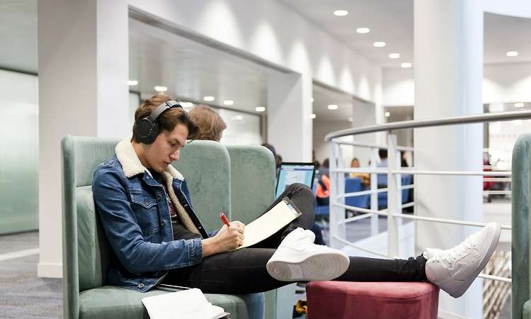 Du học Úc ngành truyền thông: Điều kiện, chi phí, các trường tốt nhất