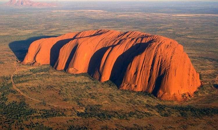 Núi đổi màu Urulu Úc