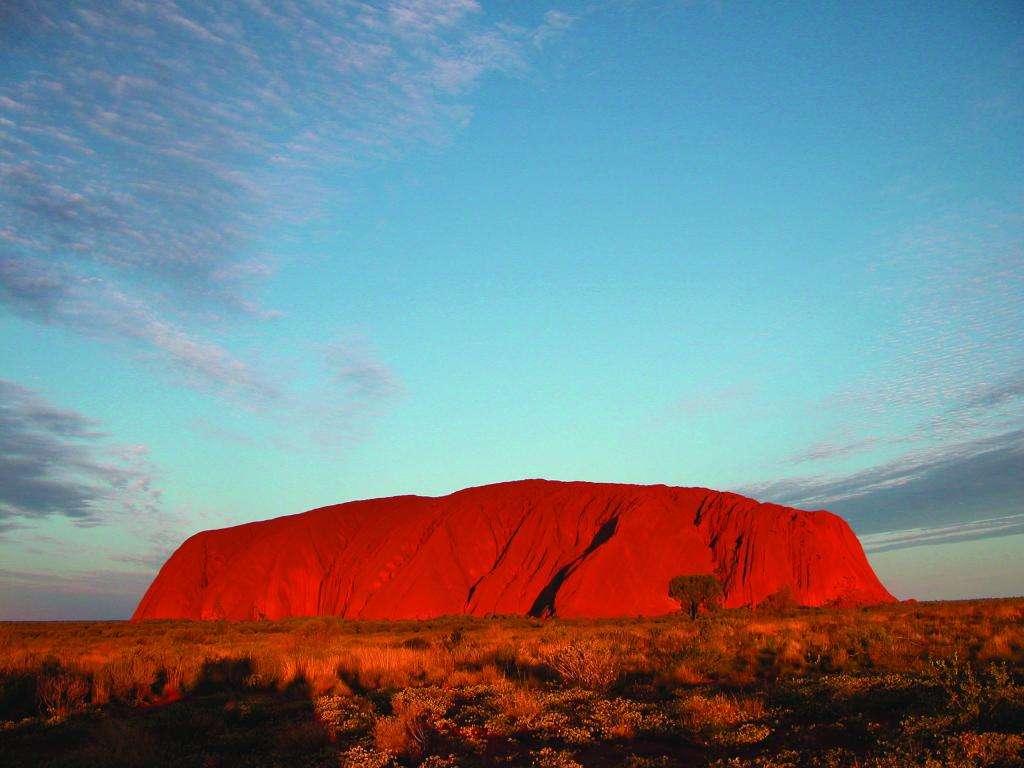 Núi đổi màu Urulu Úc đổi màu vô cùng kỳ diệu