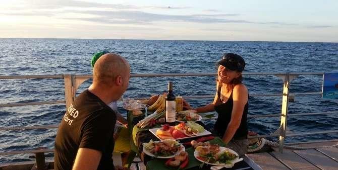 Thưởng thức ẩm thựcGreat Barrier ngay trên thuyền