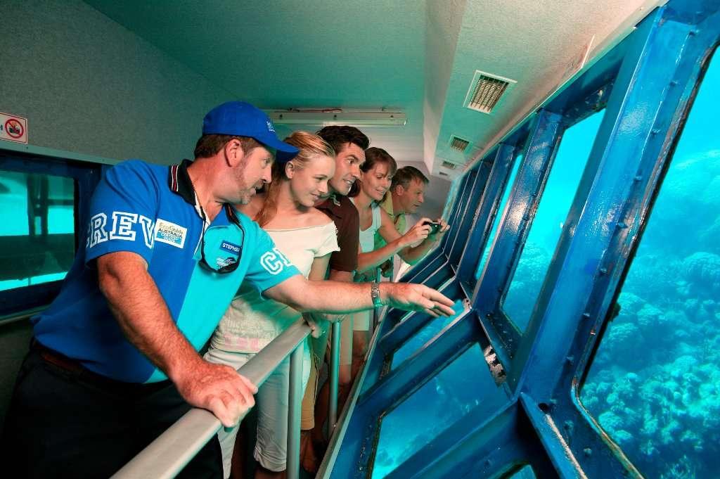 Trải nghiệm Great Barrier bằng thuyền đáy kính