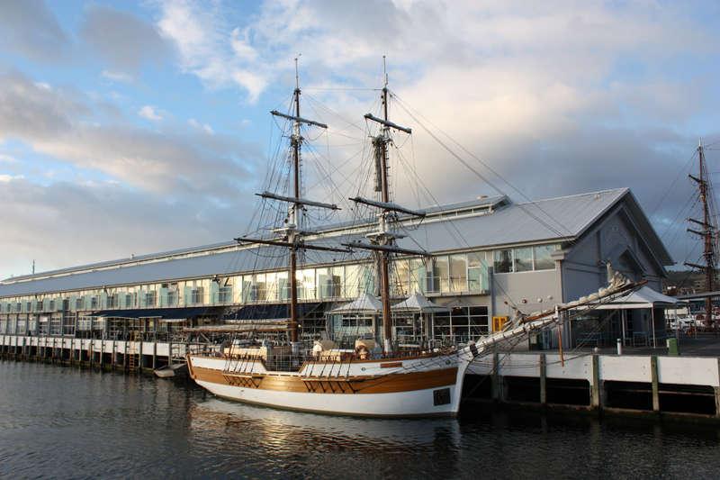 Tận hưởng không gian biển cả trên thuyền Lady Nelson