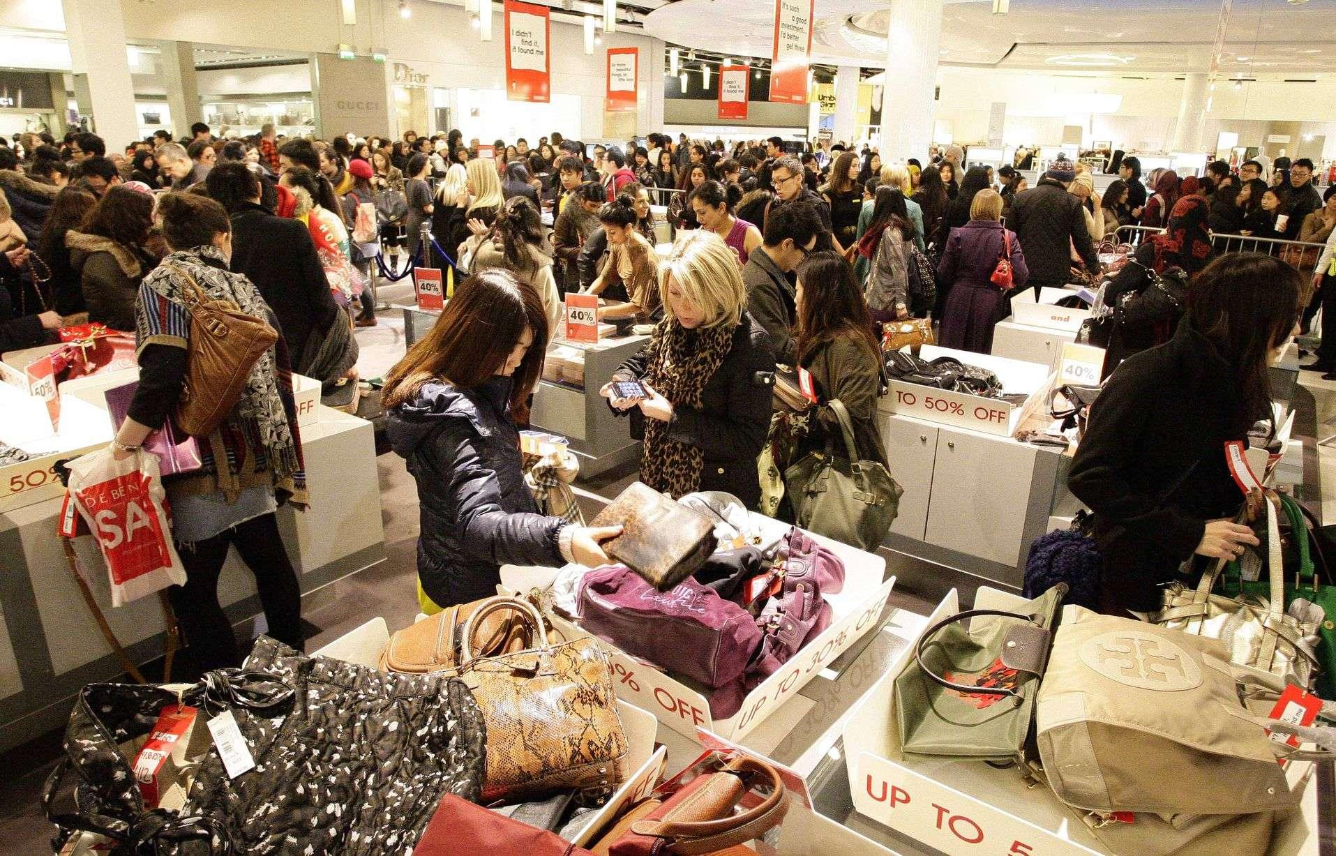 Nhiều mặt hàng giảm giá mạnh trong ngày Boxing Day