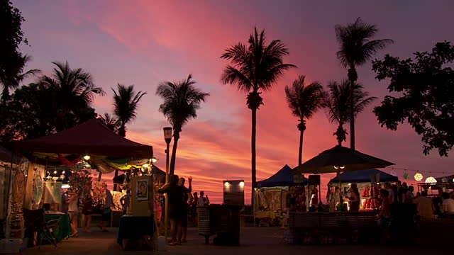 Chợ trời Mindil bên bờ biển vô cùng đặc sắc