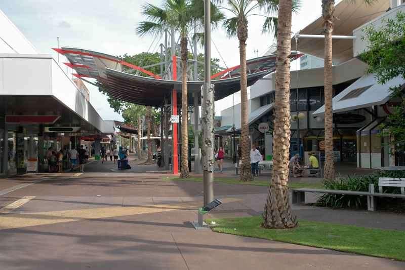 Con đường Mitchell có nhiều cửa hàng để mua sắm