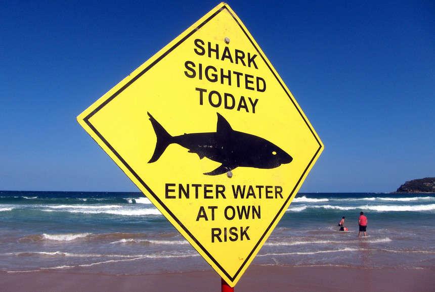 Chú ý các biển báo nguy hiểm