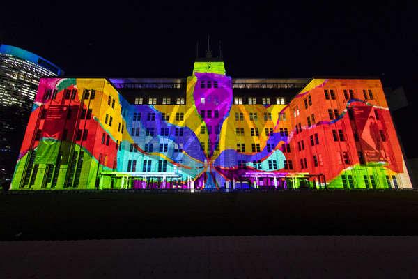 Bảo tàng nghệ thuật đương đại Sydney cũng được nhuốm màu ánh sáng nghệ thuật