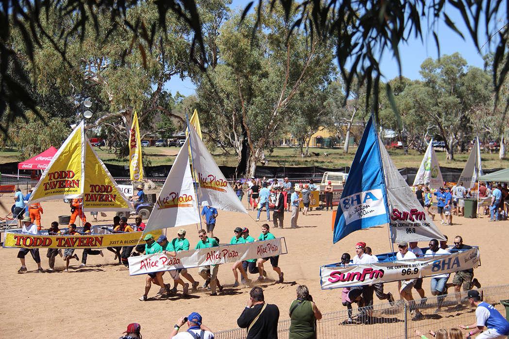 Lễ hội đặc biệt này diễn ra trên lòng sông khô cạn