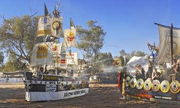 Lễ hội Henley on Todd Úc đua thuyền trên cạn có một không hai