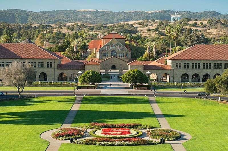 Đại học Stanford là một trường hàng đầu ở Hoa Kỳ