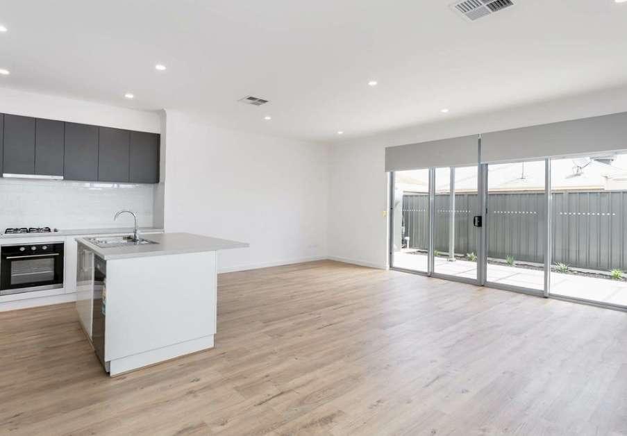 Phòng sinh hoạt chung không gian mở với bếp