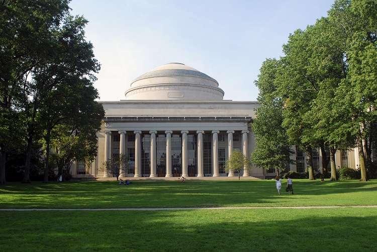 Viện Công nghệ Massachusetts nằm trong top trường kỹ thuật tốt nhất thế giới
