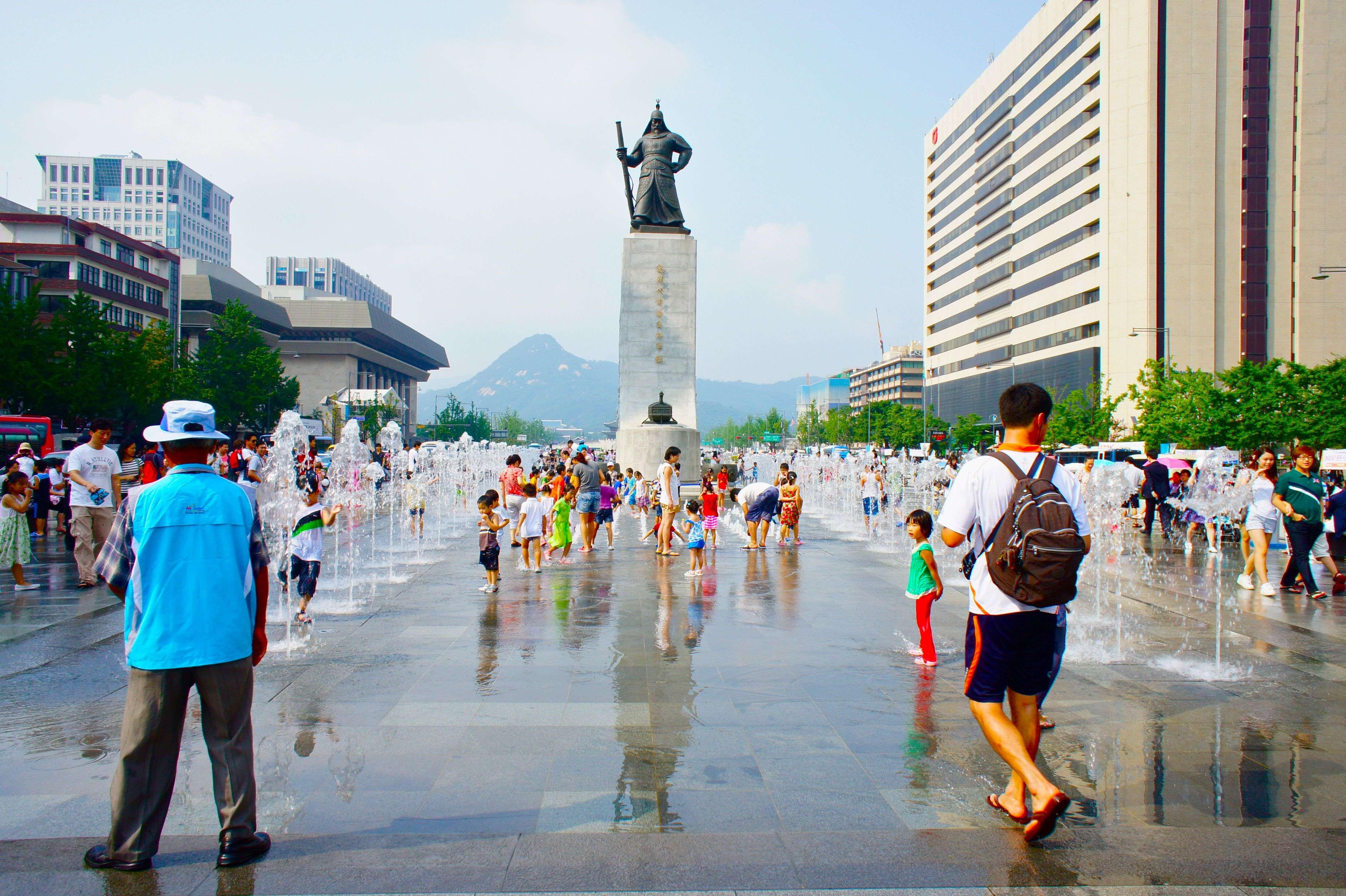 Quảng trường Gwanghwamun trung tâm thủ đô Seoul