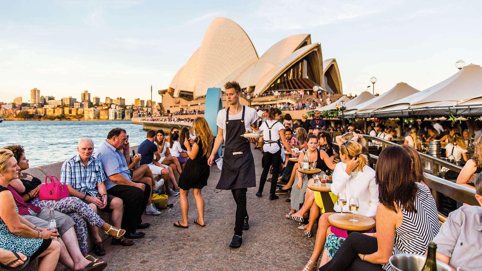 Tận hưởng món ăn và đồ uống tại Opera Bar ngay tại nhà hát Opera Úc