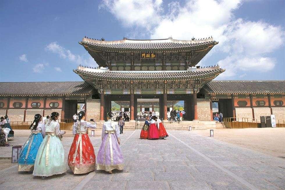 Tham quan Cung điện Gyeong-bok đồ sộ nhất Hàn Quốc