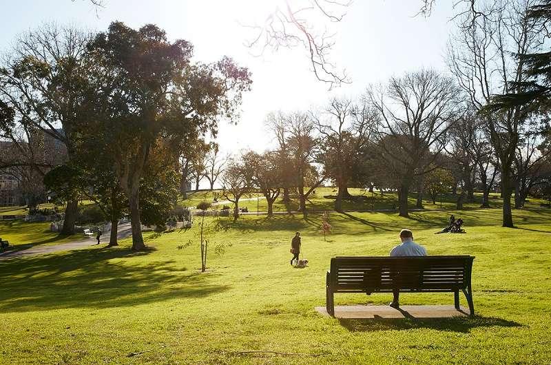 Tòa nhà ngay cạnh công viên Flagstaff Gardens nổi tiếng ở Melbourne