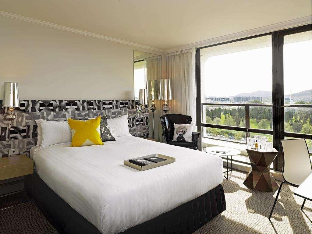 Khách sạn QT Canberra sang trọng nhưng cómức giá phòng phải chăng