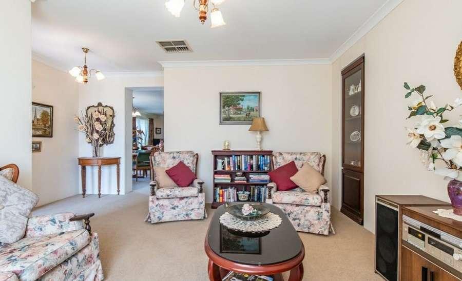 Một phòng khác trong nhà có thể để tiếp khách hoặc là nơi thư giãn, giải trí