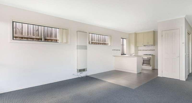 Nhà bếp không gian mở với khu vực ăn uống và phòng khách