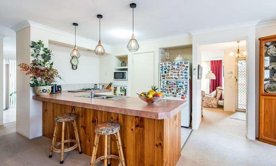 Phòng bếp ngôi nhà hướng ra phòng khách