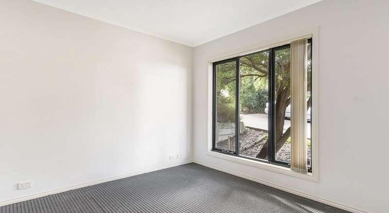 Phòng ngủ có cửa sổ lớn