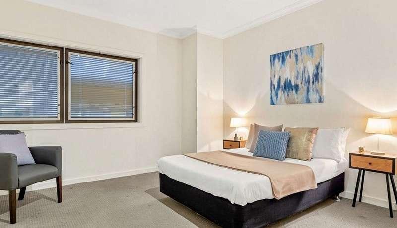 Phòng ngủ thứ 2 của căn hộ khá rộng rãi