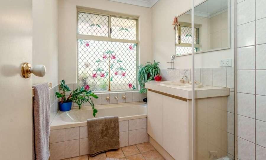 Phòng tắm đơn giản mà xinh xắn