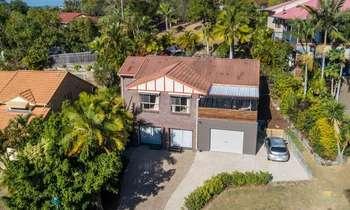 Mua nhà ở Úc bang Queensland ngoại ô Pacific Pines 2019 có hồ bơi