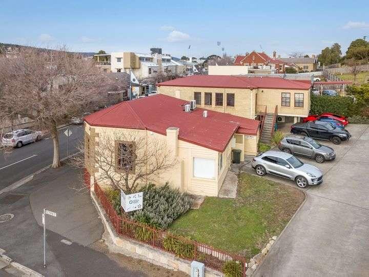 Ngôi nhà ở Úc bang Tasmania ngoại ô Bellerive nhìn từ bên ngoài