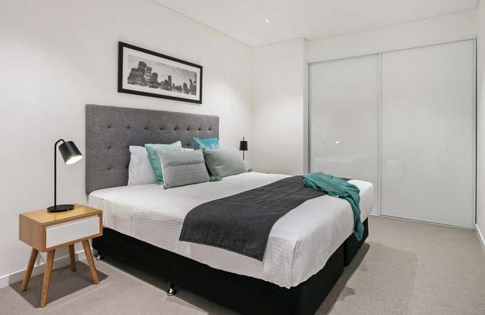 Phòng ngủ rộng rãi đơn giản mà phong cách