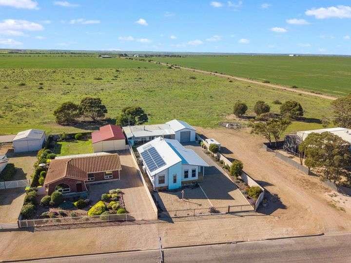 Ngôi nhà ở thị trấn ven biển Port Victoria Úc nhìn từ trên cao