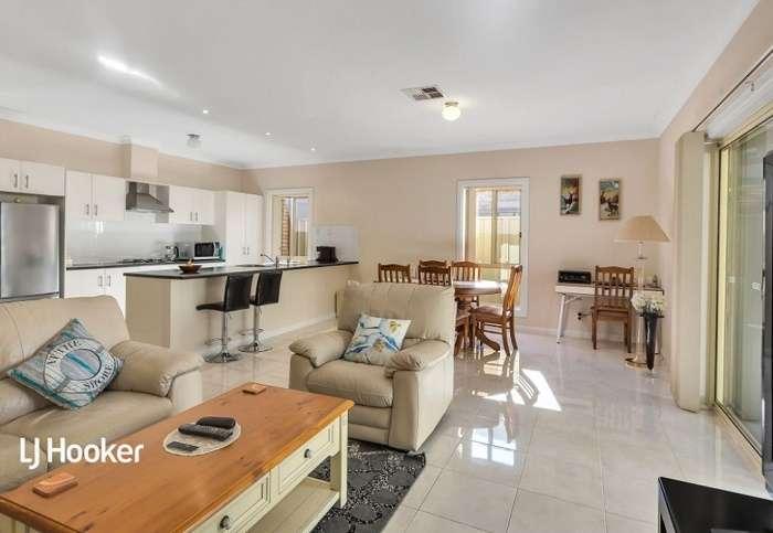 Phòng khách ấm cúng không gian mở cùng khu bếp