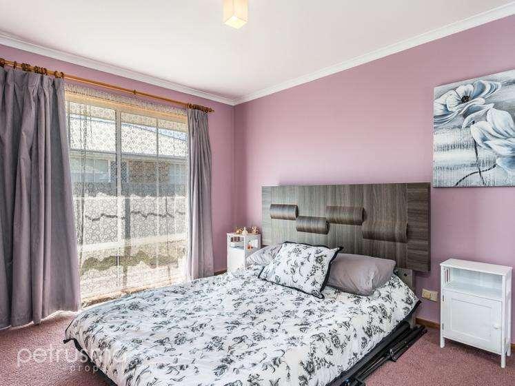Các phòng ngủ rộng rãi đều có tủ âm tường