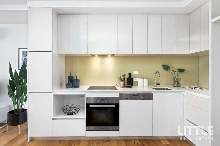 Khu vực bếp tối giản, hiện đại, thiết kế trang nhã, đầy đủ trang thiết bị