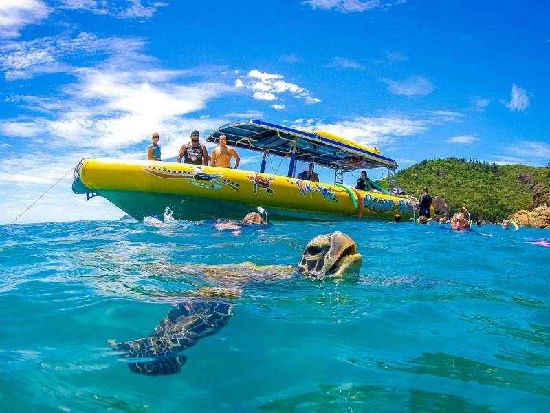Thuê thuyền buồm tham quan nhiều địa điểm ở Whitsundays