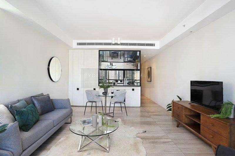 Bếp, bàn ăn và phòng khách không gian mở ấm cúng