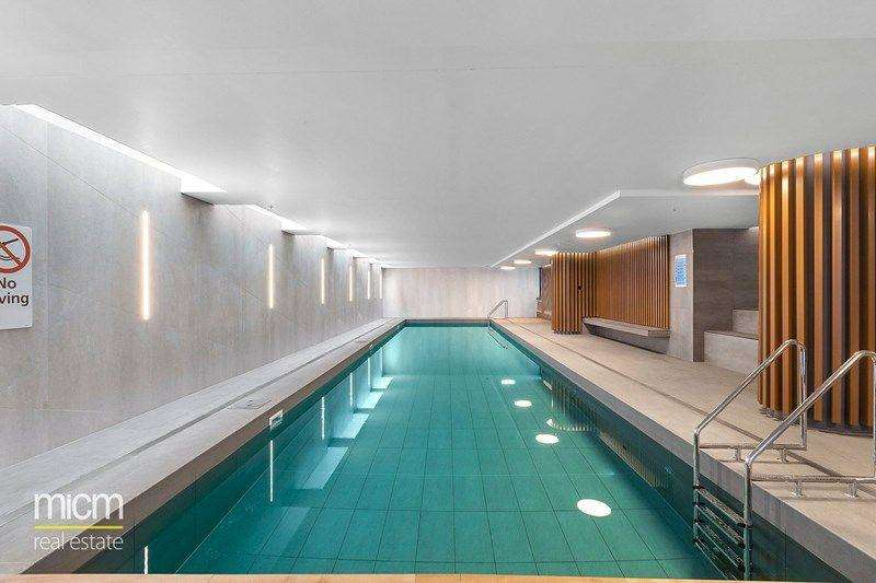 Tòa nhà còn có hồ bơi nước nóng trong nhà