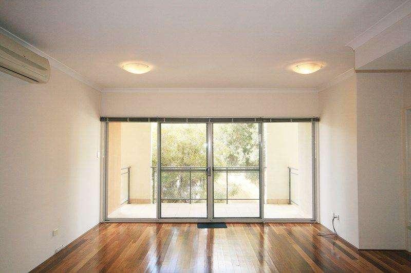 Ban công căn hộ rộng rãi có thể làm nơi thư giãn ngoài trời