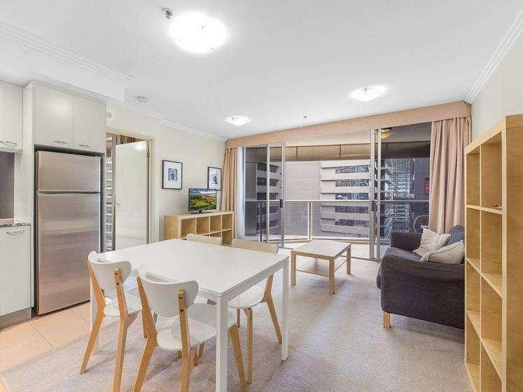 Phòng khách, bếp và ăn uống ởcùng một không gian