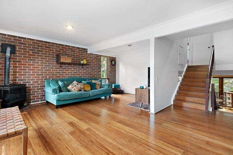 Ngôi nhà sử dụng sàn gỗ và tường gạch tạo cảm giác ấm cúng