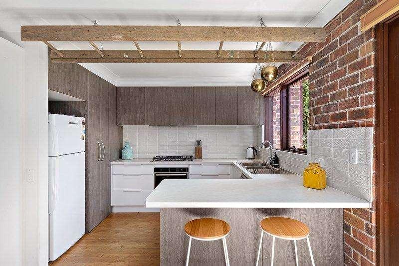 Phòng bếp hiện đại với tông trắng trang nhã