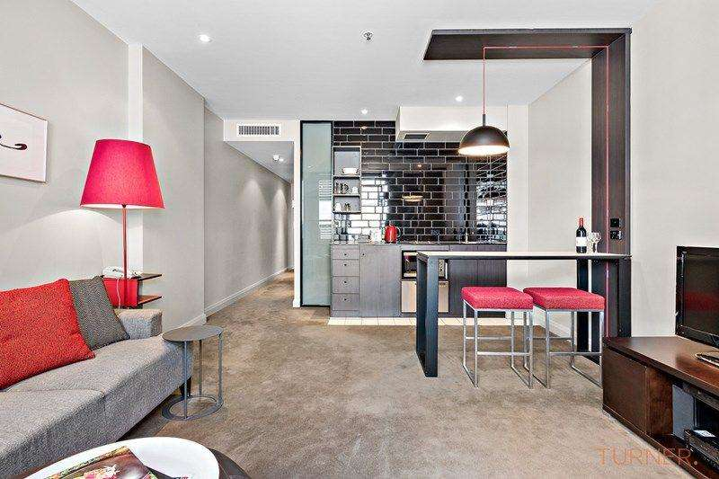 Phòng khách và phòng bếp không gian mở