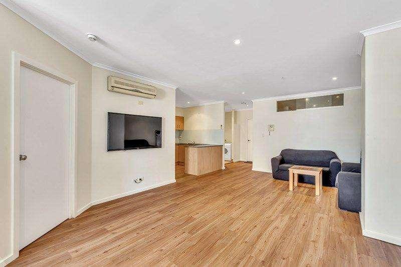 Bếp và phòng khách cùng chung không gian mở