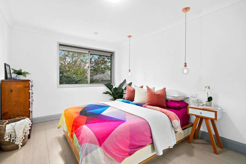 Các phòng ngủ đều rộng và có tủ âm tường
