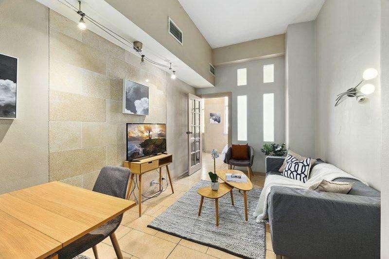 Phòng khách hiện đại không gian mở cùng bếp và khu vực ăn uống