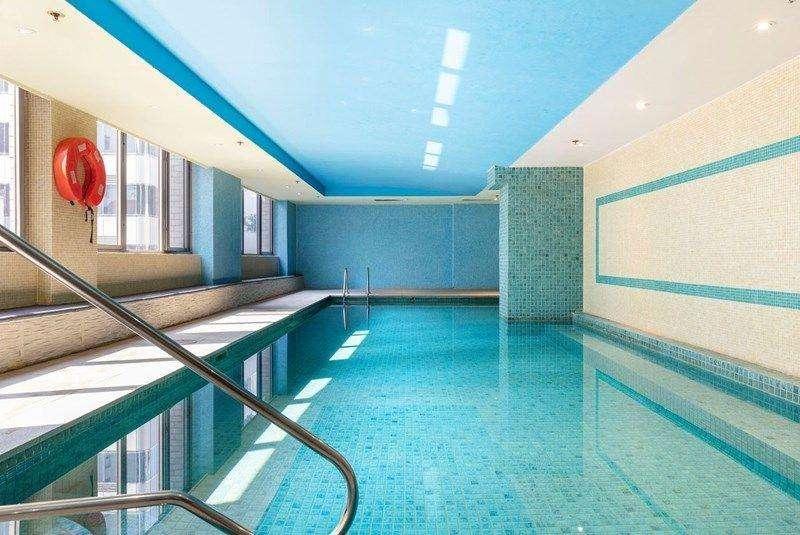 Bể bơi trong tòa nhà